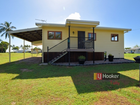 8 Costigan Street Tully Heads, QLD 4854