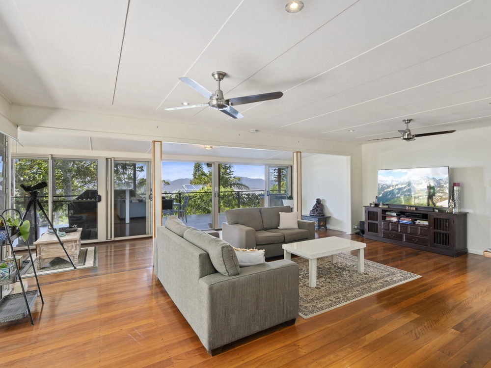 4 North Road Lower Beechmont, QLD 4211