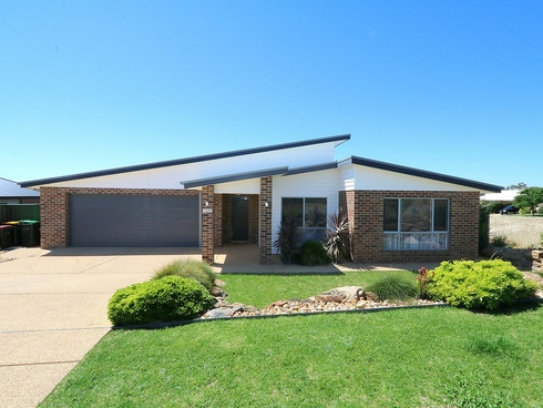 4 Paperbark Drive Forest Hill, NSW 2651