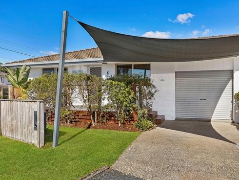 2/1 Papala Avenue Bateau Bay, NSW 2261