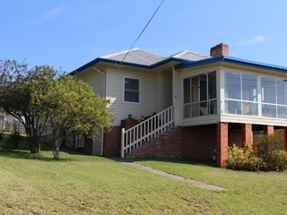 8 Gowing Avenue Bega, NSW 2550