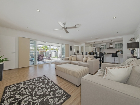 6 Acer Place Redland Bay, QLD 4165
