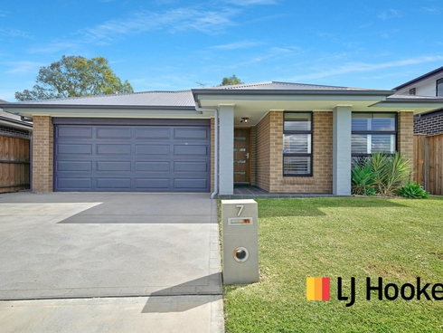 7 Dowie Drive Claymore, NSW 2559