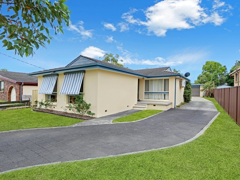 33 Clare Crescent Berkeley Vale, NSW 2261