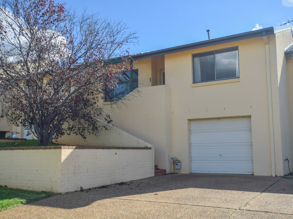 2/77 Thornhill Street Young, NSW 2594