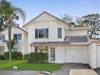 10/2 St Kevins Avenue Benowa, QLD 4217