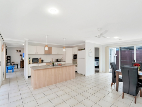 7 Norfolk Drive Pacific Pines, QLD 4211
