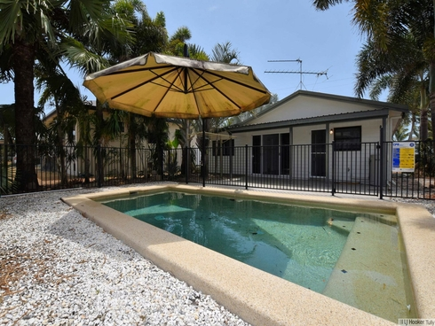 27 Taylor Street Tully Heads, QLD 4854