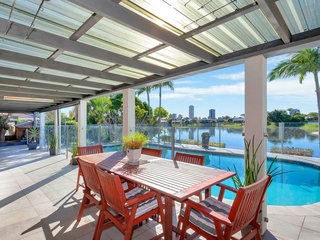 242 Acanthus Avenue Burleigh Waters , QLD, 4220