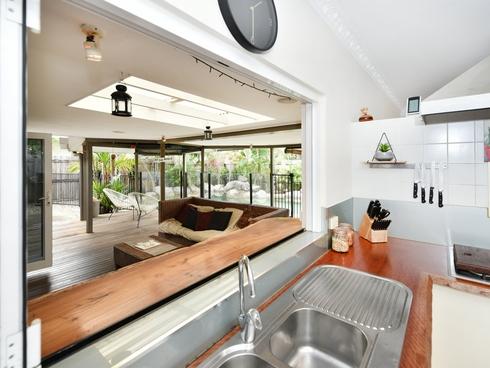 2 Baronia Cresent Holloways Beach, QLD 4878