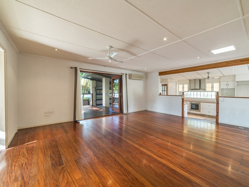 2 Middle Street Labrador, QLD 4215