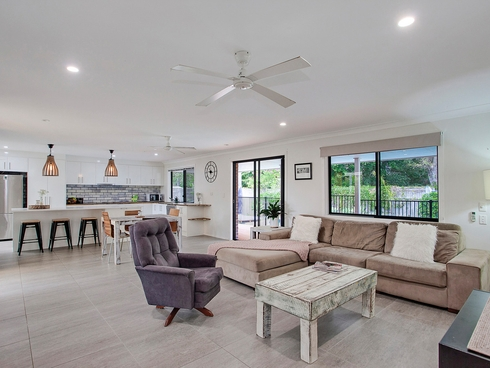 132 Acanthus Avenue Burleigh Waters, QLD 4220
