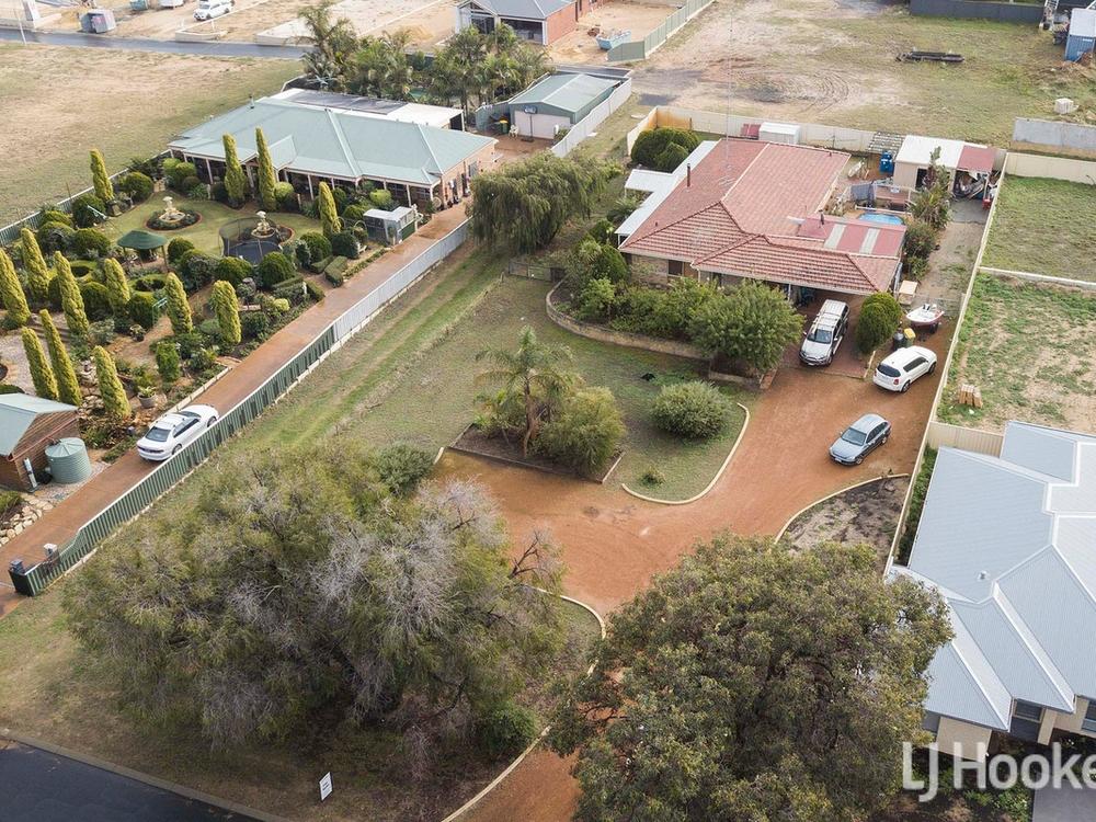 8 Laura Avenue, Australind, WA 6233 - House For Sale - C35HND