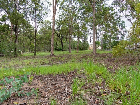 323-325 Spring Mountain Road Greenbank, QLD 4124