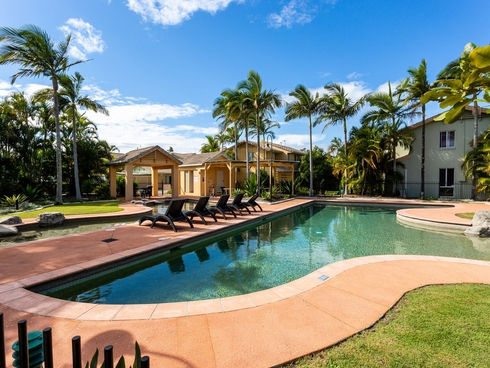 211/215 Cottesloe Drive Mermaid Waters, QLD 4218