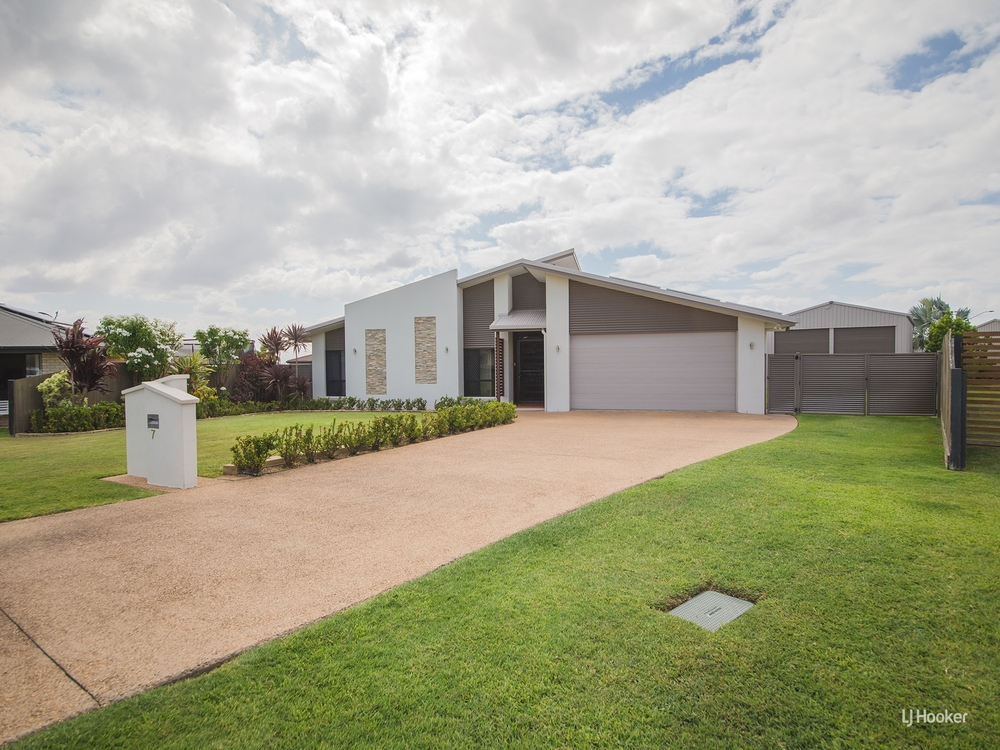 7 Silky Oak Court Norman Gardens, QLD 4701