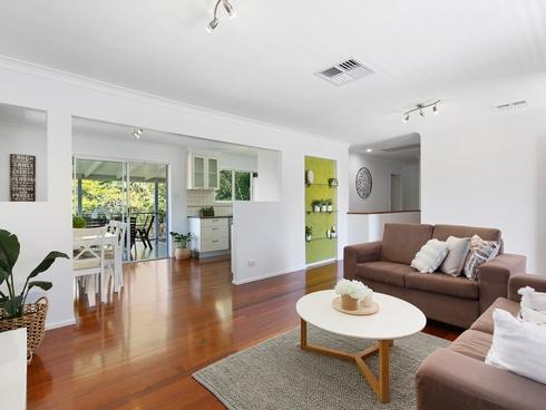 32 Menkira Street Mansfield, QLD 4122
