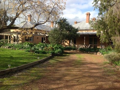 77 Mary Gilmore Road Wagga Wagga, NSW 2650